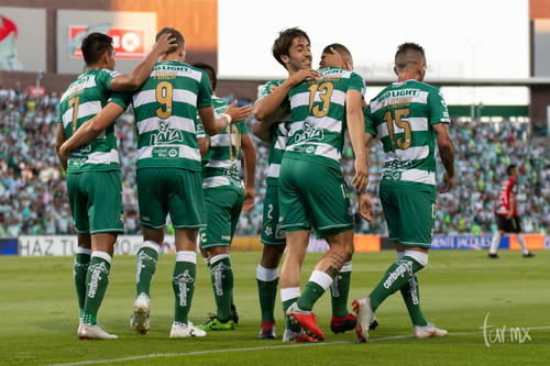 festejo de gol de Furch Julio