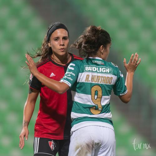 Claudia Ibarra 11, Andrea Hurtado 9