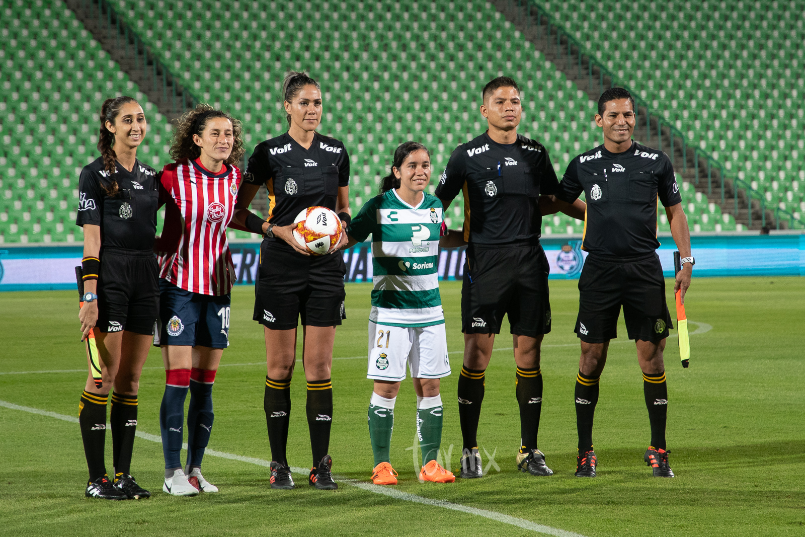 Tania Morales 10, Grecia Ruiz 21