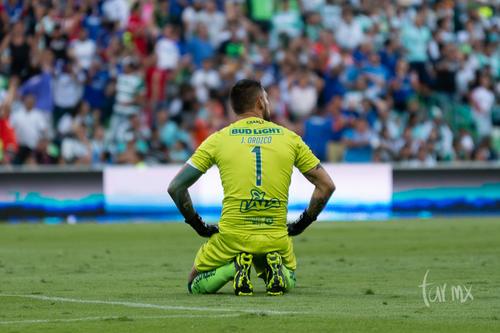 Jonathan Orozco, después de que le meten gol
