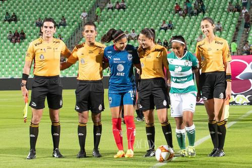 Capitanas y árbitros, Yahaira Flores