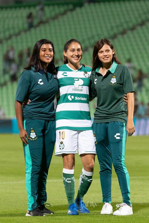 Ana Cristina Arvizu Cantú (centro)
