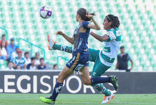 Paola Urbieta, Estela Gómez
