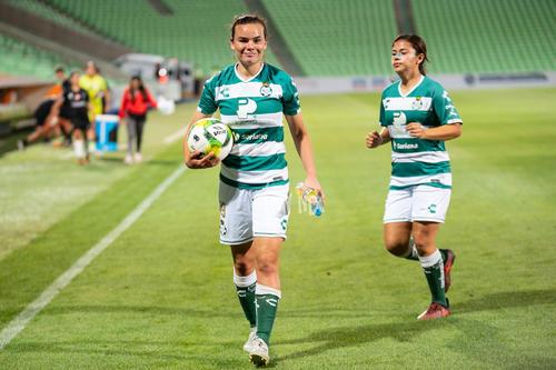 Isela Ojeda, autora de los 3 goles