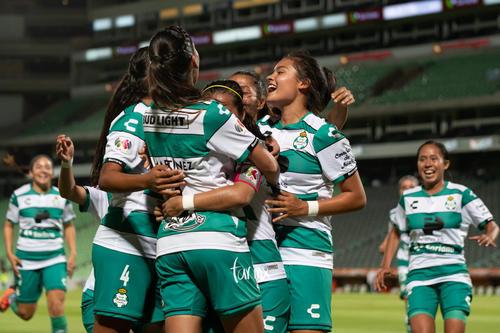 celebración de gol, Cinthya Peraza, Karla Martínez, Alexxand
