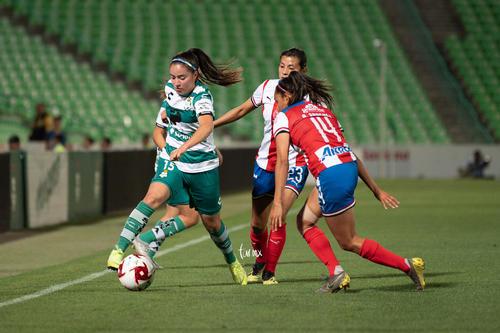 María Sánchez, Daniela Delgado