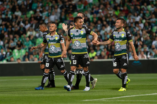 Santos León, Luis Montes, Ángel Mena, Jean Meneses