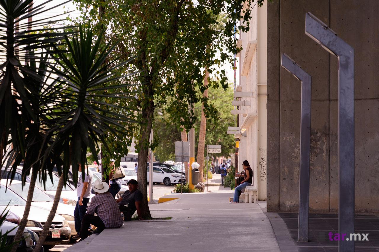 Foto fuera del teatro Nazas