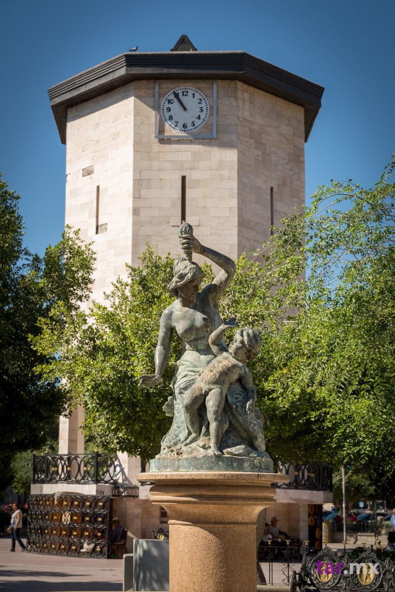 Torre del reloj en la plaza de armas de Torreón, Coahuila